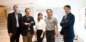 En la derecha, Josep Bou con el equipo de OIGAA 360° Barcelona